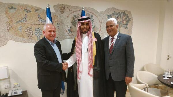 Саудовский блогер Махмуд Сауд во время встречи с Ави Дихтером и Хассаном Каабиа