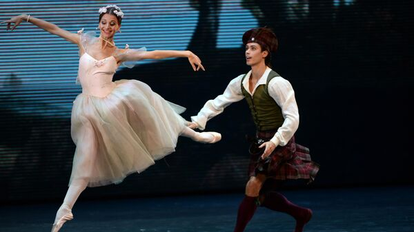 Анна Тихомирова и Артем Овчаренко выступают в Kremlin Gala Звезды балета XXI века