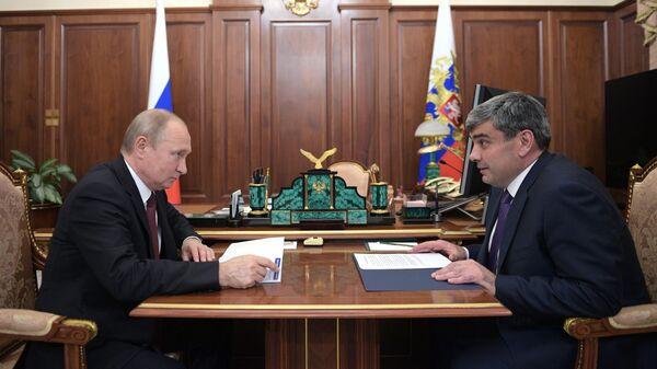 Владимир Путин и временно исполняющий обязанности главы Кабардино-Балкарской Республики Казбек Коков во время встречи. 23 июля 2019
