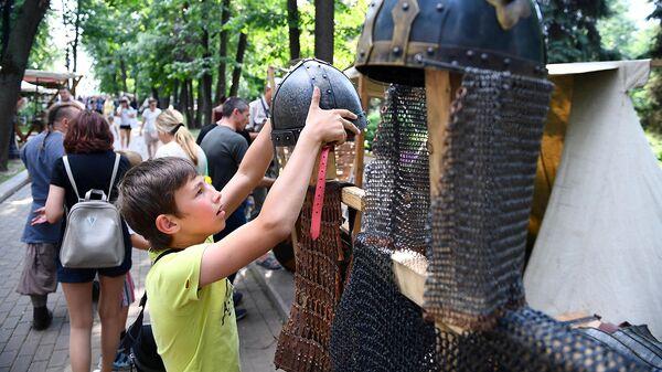 Экспонаты фестиваля исторических реконструкций