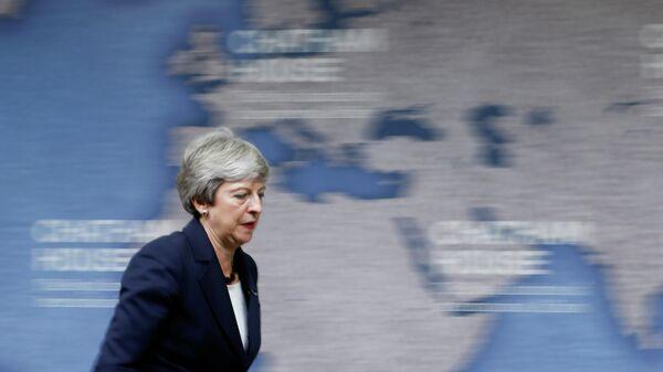 Премьер-министр Великобритании Тереза Мэй уходит со сцены после своей последней речи на посту главы правительства