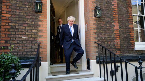 Борис Джонсон, избранный главой Консервативной партии, покидает свой предвыборный штаб на Грейт-колледж-стрит. 23 июля 2019
