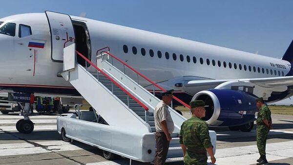 Самолет на российской авиабазе в городе Кант, на котором экс-президент Киргизии Алмазбек Атамбаев вылетел в Москву