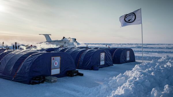 В дрейфующем ледовом лагере Барнео в районе Северного полюса в Арктике