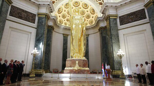 Министр иностранных дел РФ Сергей Лавров  во время открытия статуи Республики в Капитолии на Кубе