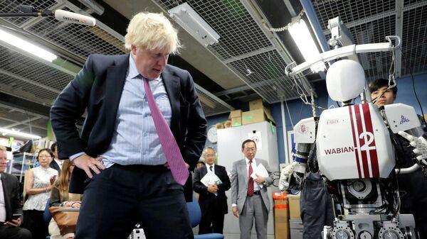 Министр иностранных дел Великобритании Борис Джонсон во время визита в Токио. 20 июля 2017 года