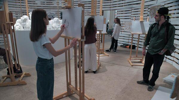 Выставка Здесь и сейчас в Манеже