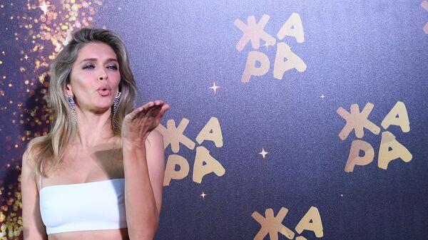 Певица Вера Брежнева на церемонии открытия международного музыкального фестиваля Жара в Баку.