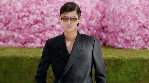 Принц датский Николай на показе Dior в Париже
