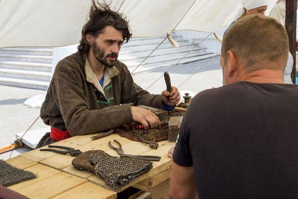 Посетители могли поучаствовать в мастер-классах по средневековым ремеслам, исторических подвижных играх и забавах