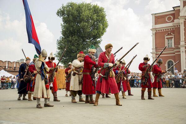 В фестивале приняли участие около 150 участников военно-исторических клубов из более чем 10 российских городов