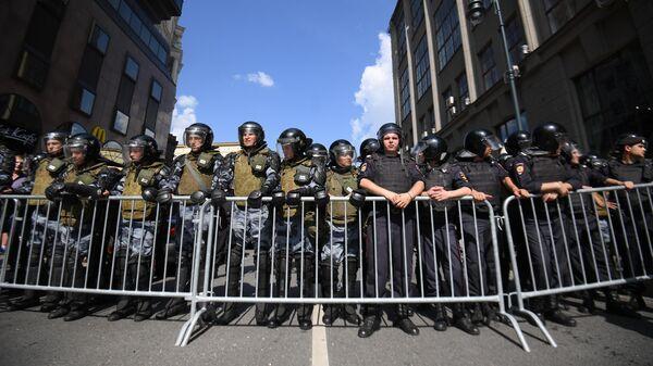 Полиция на несанкционированной акции в поддержку кандидатов в депутаты Мосгордумы у Тверской улице Москвы. 27 июля 2019