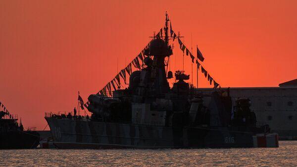 Малый ракетный корабль (МРК) на воздушной подушке Самум в бухте Севастополя