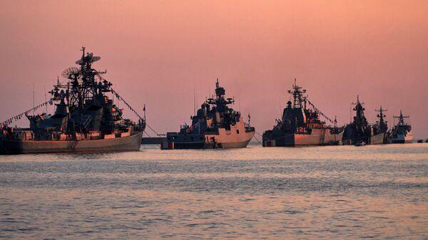 Военные корабли в бухте Севастополя