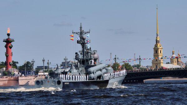 Большой ракетный катер проекта 12411 Моршанск во время репетиции парада в честь Дня ВМФ России в Санкт-Петербург