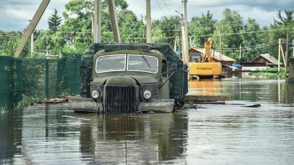 Затопленный автомобиль в селе Норск в Селемджинском районе Амурской области