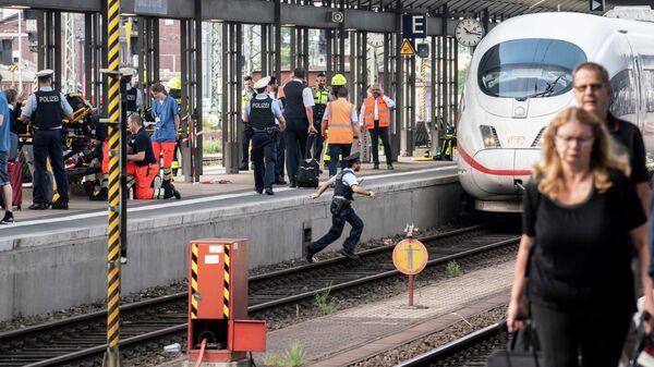 Пожарные и полицейские на главном вокзале во Франкфурте. 29 июля 2019