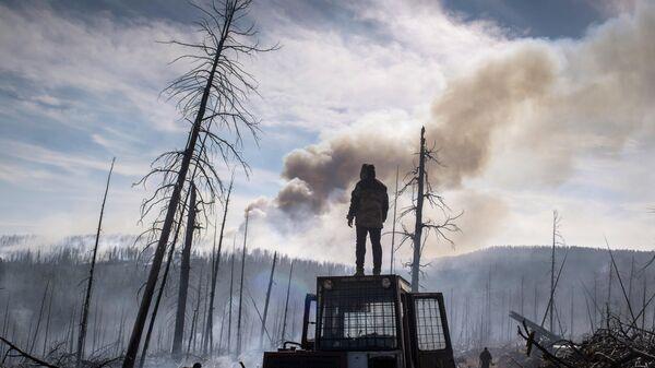 Пожарные десантники Авиалесоохраны в Сибири. Архивное фото