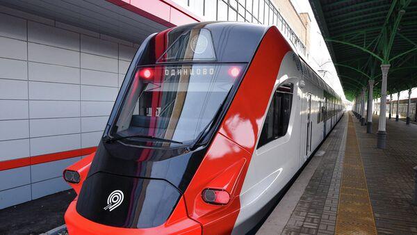 Электропоезд Иволга на Белорусском вокзале города Москвы