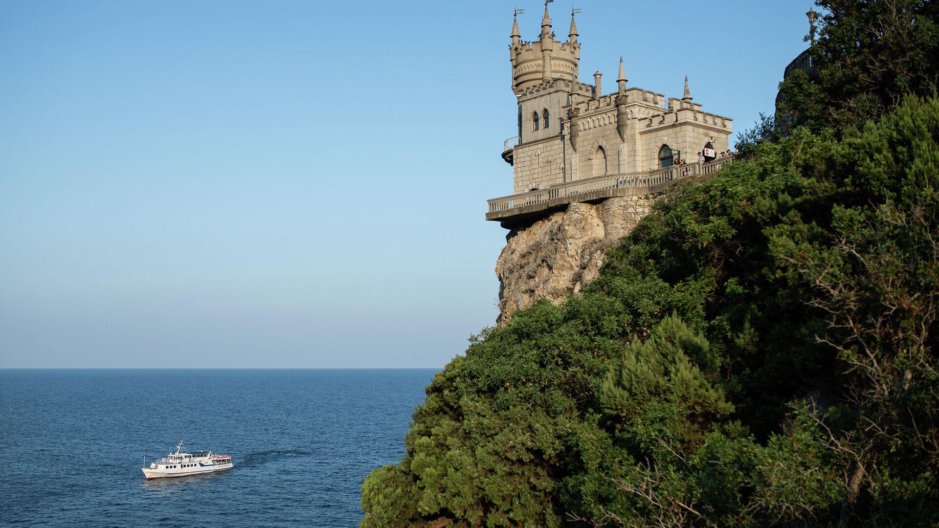 Замок Ласточкино гнездо на береговой скале в поселке Гаспра в Крыму - РИА Новости, 1920, 20.10.2020