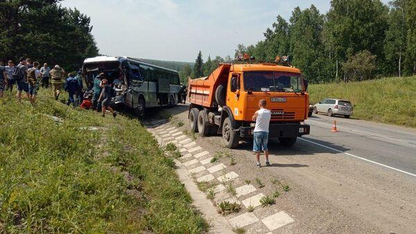 ДТП с участием автобуса и КамАЗа  на 894-м километре автодороги Р-255 Сибирь