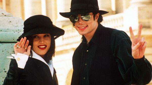Певица Лиза Мари Пресли со своим мужем Майклом Джексоном