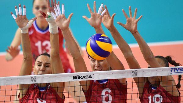 Игроки сборной России Наталья Гончарова, Ирина Королёва и Ксения Парубец (слева направо)