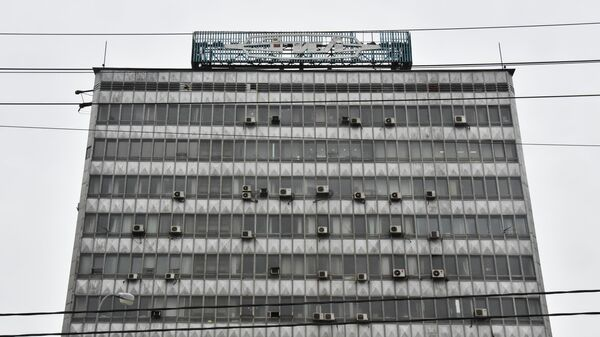 Вывеска на главном здании Завода имени Лихачева (ЗИЛ)