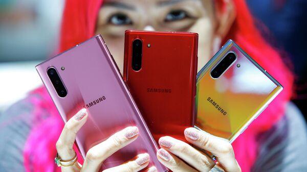 Смартфоны Samsung Galaxy Note 10 во время презентации в Бруклине, Нью-Йорк. 7 августа 2019