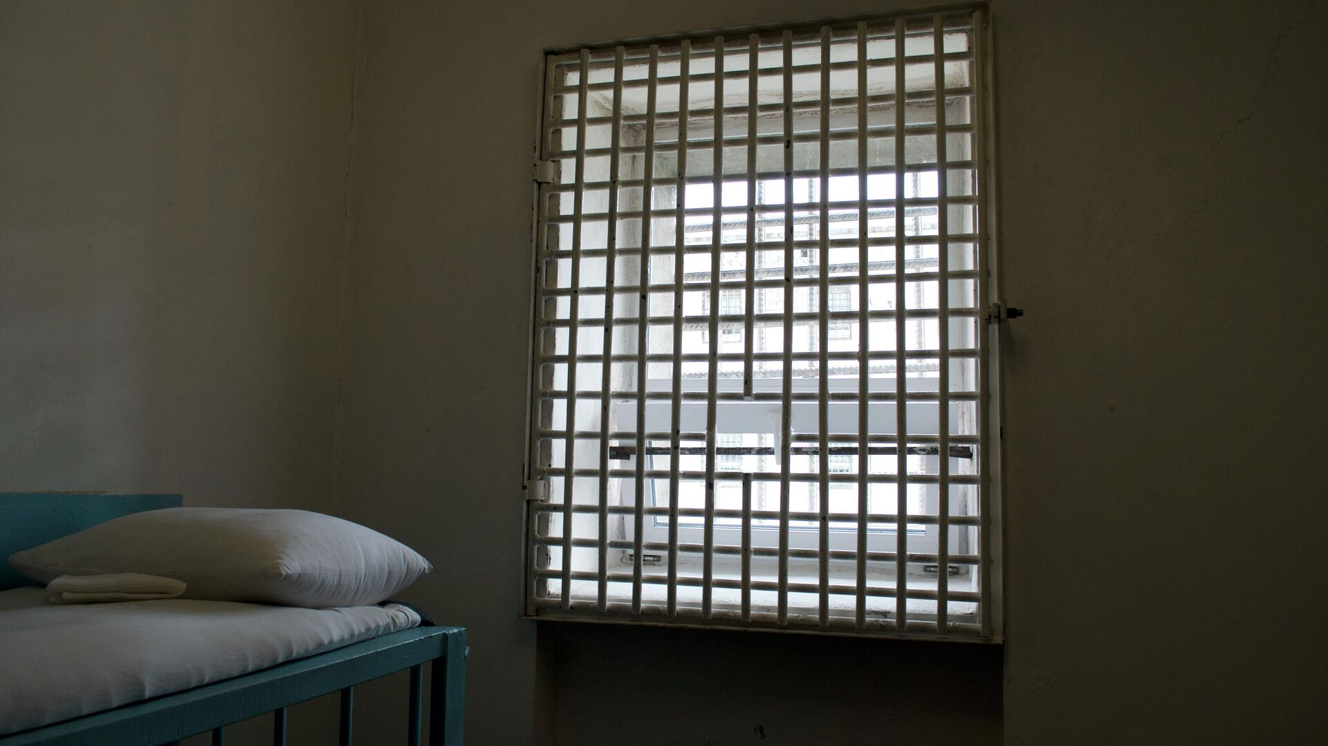 Вид из окна камеры для пожизненно осужденных в колонии Полярная сова - РИА Новости, 1920, 15.11.2020