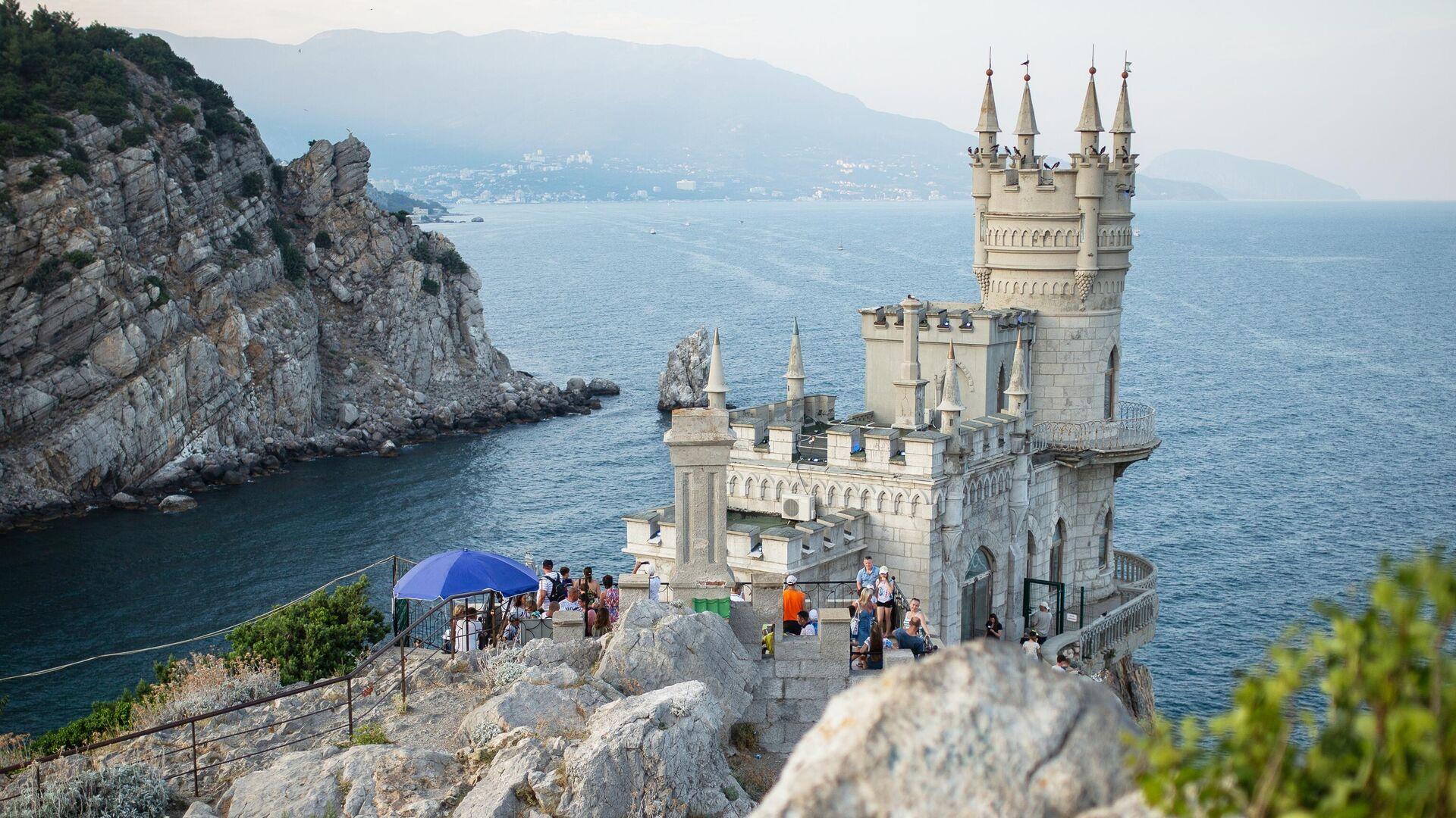 Замок Ласточкино гнездо на береговой скале в поселке Гаспра в Крыму - РИА Новости, 1920, 26.02.2020