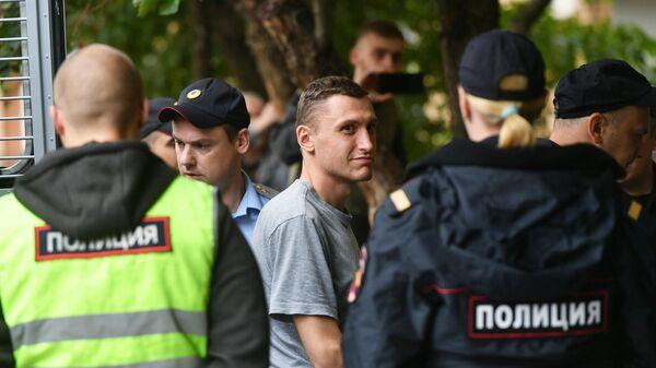 Константин Котов у Пресненского суда Москвы, где ему будет избрана мера пресечения. 14 августа 2019