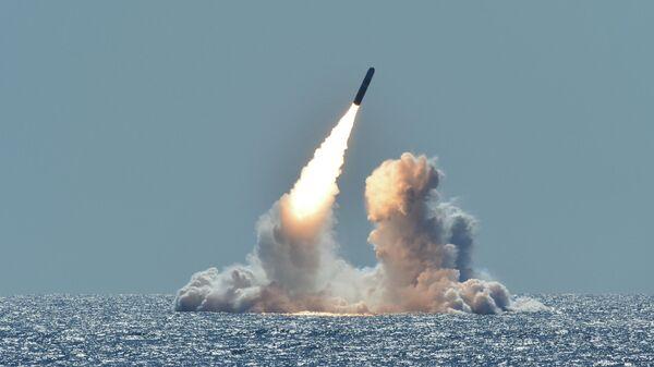 Испытательный запуск ракеты Trident II D5 с подводной лодки Небраска у побережья Калифорнии