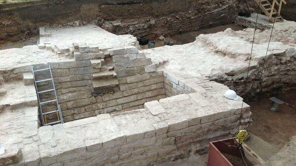 Археологи проводят раскопки в Московском Кремле