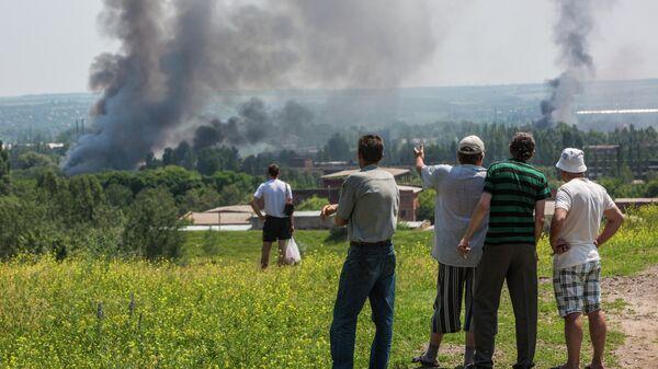 Жители Славянска во время массированного артиллерийского обстрела города