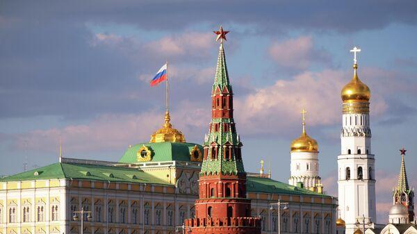 Большой Кремлевский дворец, колокольня Ивана Великого и Водовзводная башня Московского Кремля