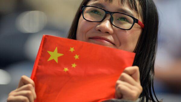 Китайская болельщица на спортивных соревнованиях в России