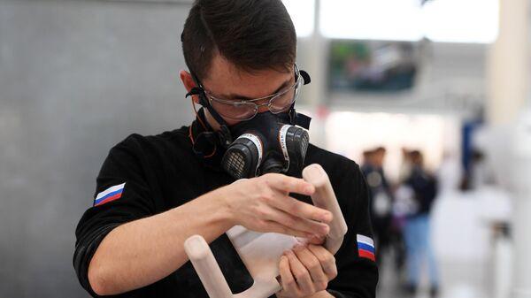 Участник соревнований в компетенции Изготовление прототипов мирового чемпионата по профессиональному мастерству Worldskills
