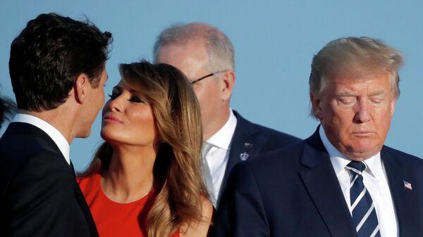 Первая леди Меланья Трамп и премьер-министр Канады Джастин Трюдо рядом с президентом США Дональдом Трампом и на саммите G7 в Биаррице, Франция. 25 августа 2019
