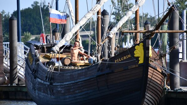 Путешественник Сергей Синельник на трехмачтовой поморской ладье Пилигрим в порту Нэшнл-Харбор на реке Потомак в пригороде Вашингтона