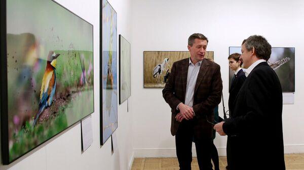 Посетители на фотовыставке