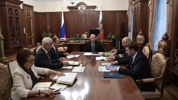 Президент РФ Владимир Путин проводит совещание по экономическим вопросам.  26 августа 2019