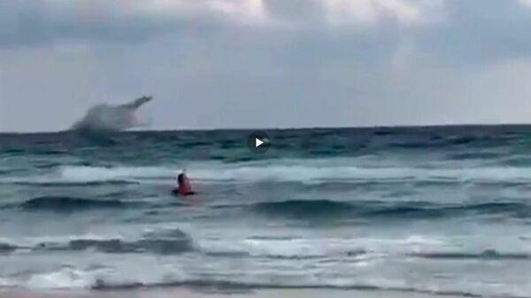 Момент крушения самолета ВВС Испании в Средиземном море попал на видео