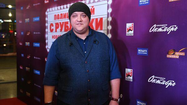 Актер Роман Попов