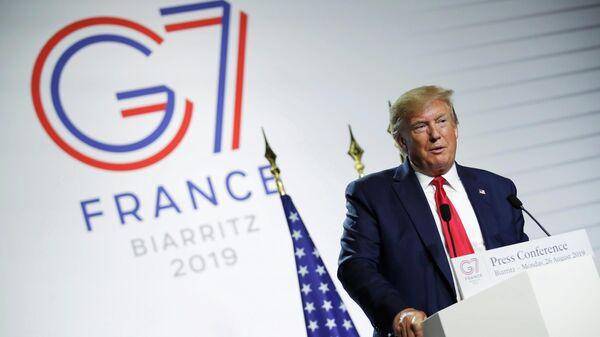 Президент США Дональд Трамп во время пресс-конференции на саммите G7 в Биаррице