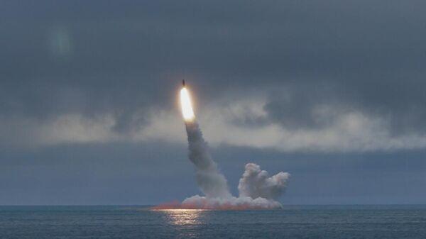 Пуск баллистической ракеты Булава в Баренцевом море