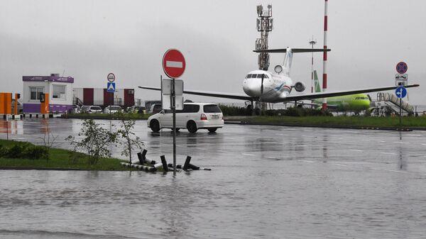 Аэропорт после ливневых дождей во Владивостоке