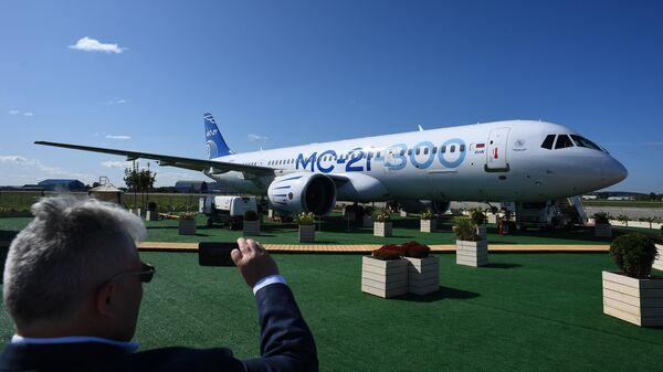 Российский среднемагистральный пассажирский самолёт МС-21-300 на Международном авиационно-космическом салоне МАКС-2019