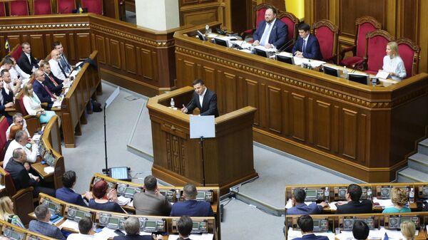 Президент Украины Владимир Зеленский выступает на первом заседании девятого созыва Верховной рады