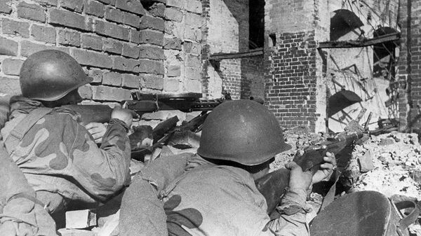 Пулеметчики ведут бой в предместье Варшавы